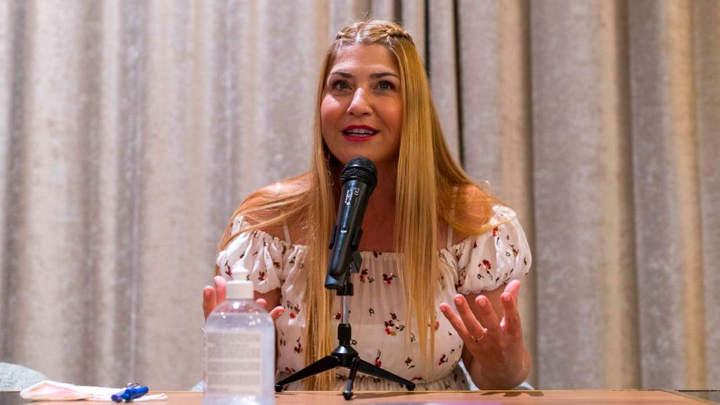 """Montse Monsalve, durante la presentación de """"Bitácora de una distopía"""""""